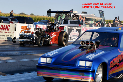 (near lane) Justin Herbst - 'Scorpion' vs (far lane) Dave Gallegos - 'Nitro Clown'