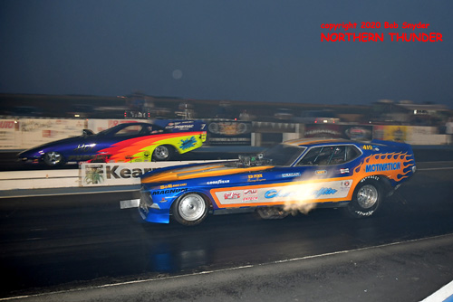 (near lane) Chuck Loftin - 'Motivation' vs (far lane) Jim Chase - 'Hot Pursuit'